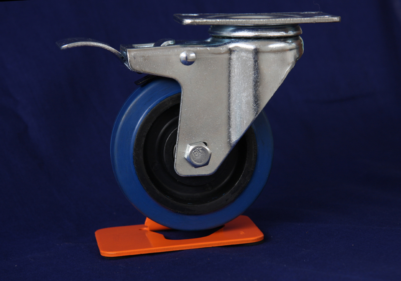 Medium duty elastic rubber swivel caster with brake